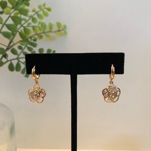 Gold tone earring~